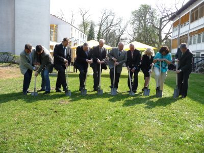 Erster Spatenstich für den Ausbau des Schulgebäudes wurde feierlich gesetzt!
