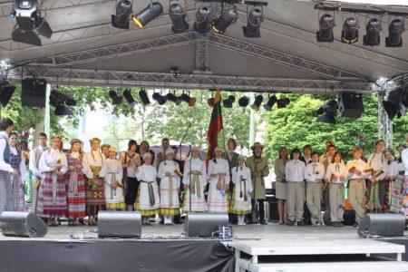 Vasario 16-osios mokiniai Frankfurte atstovavo Lietuvą!