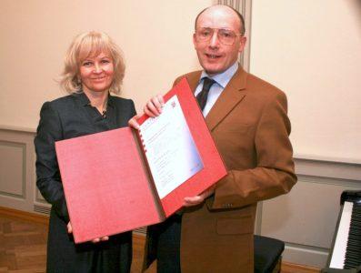 Vasario 16-osios gimnazijai oficialiai įteiktas Hesseno žemės švietimo ministerijos gabių vaikų ugdymo sertifikatas