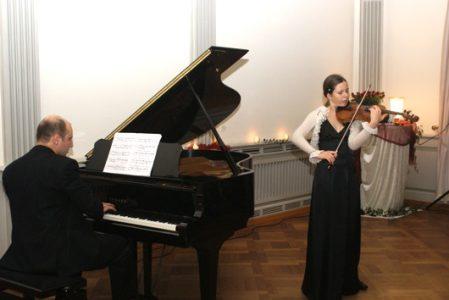 """2011 m. klasikinės muzikos koncertas """"Žvaigždutės pilyje"""""""