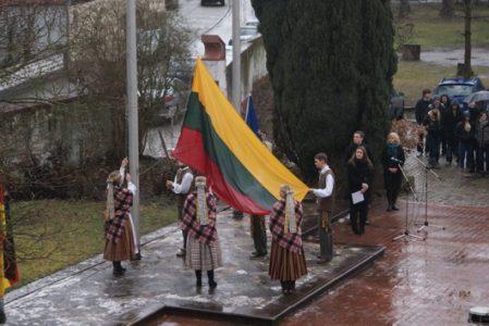 Fahne der Gediminasburg am Litauischen Gymnasium gehisst