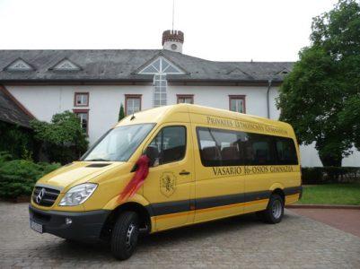 Vasario 16-osios gimnazijoje Joninių paparčio žiedas – geltonasis autobusas