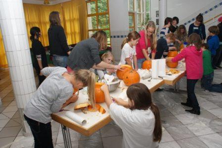 Moliūgų šventė – globėjų būrelio dėmesys jauniausiems gimnazistams