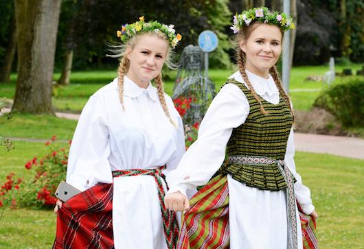 johannisfest ein h hepunkt im festkalender litauisches gymnasium. Black Bedroom Furniture Sets. Home Design Ideas