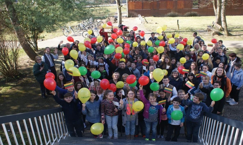 Lietuvių kilmės vaikų vasaros stovykla Vasario 16-osios Gimnazijoje