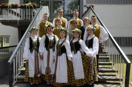 """Svečiuose – """"Vilniaus lietuvių namų"""" gimnazistai"""