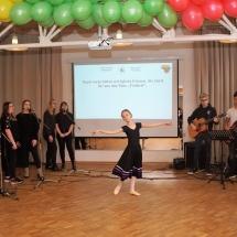 Atkurtai Lietuvai – 100! Vasario 16-osios gimnazija. (Foto: M. D. Schmidt)
