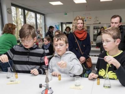 Beim Tag der offenen Tür kann das Litauische Gymnasium bei vielen Besuchern punkten (Lampertheimer Zeitung)