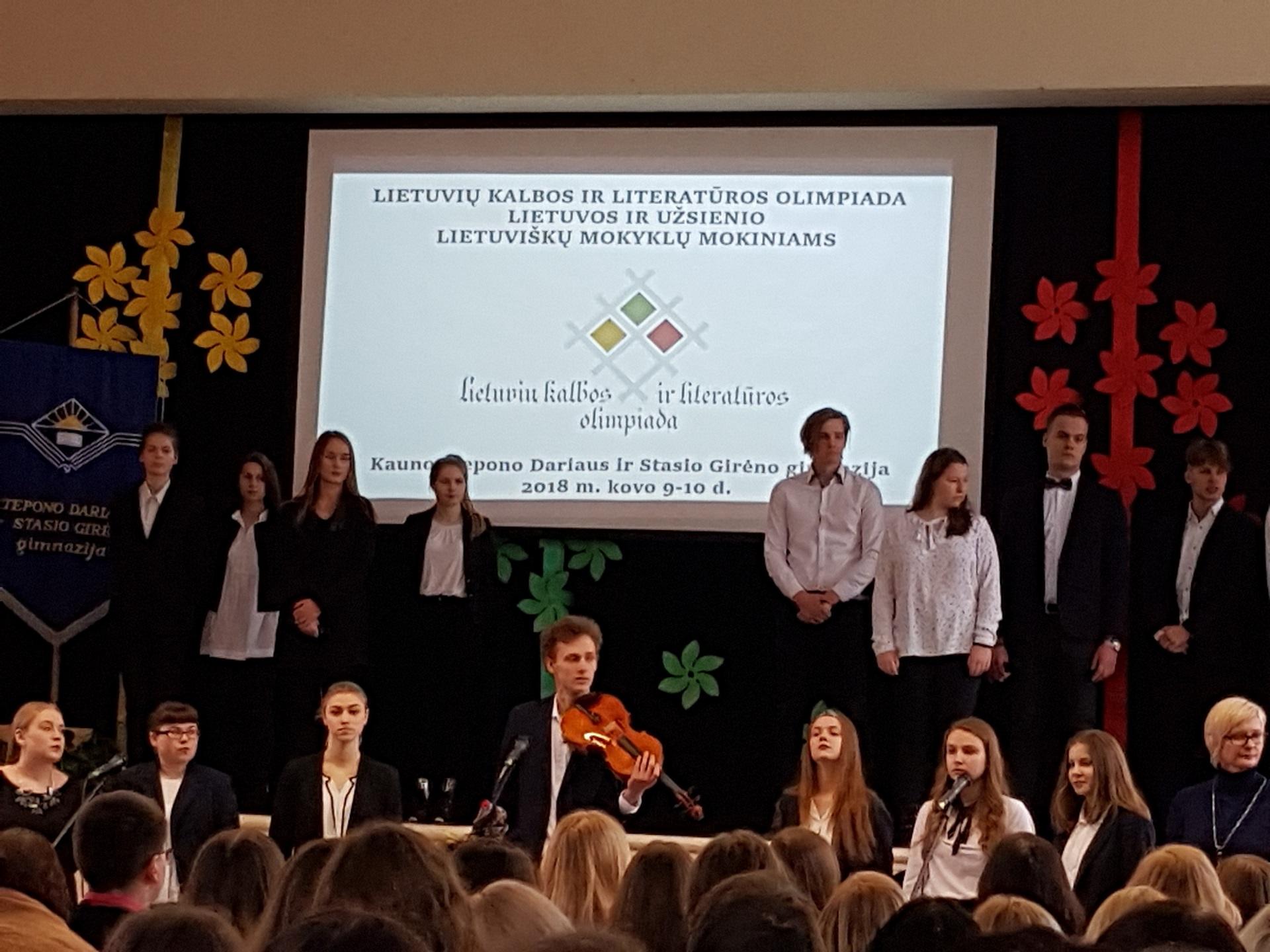 Mūsų gimnazistės – Lietuvių kalbos ir literatūros olimpiados nugalėtojos! (Foto: A. D'Elia)