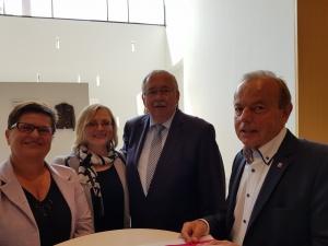Der Präsident des Hessischen Landtags Norbert Kartmann hat zur Eröffnung der Ausstellung (Foto: J. Vaitkienė)