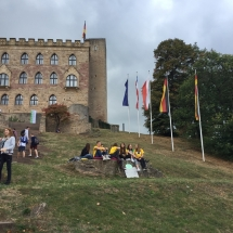 """""""Get together and follow democracy"""" – europäisches Demokratiefest im und rund um das Hambacher Schloss - ein Jugendbeteiligungsprojekt der Partnerkommunen Bergstraße, Lampertheim und Schweidnitz (Polen) (Foto: J. Hörl)"""