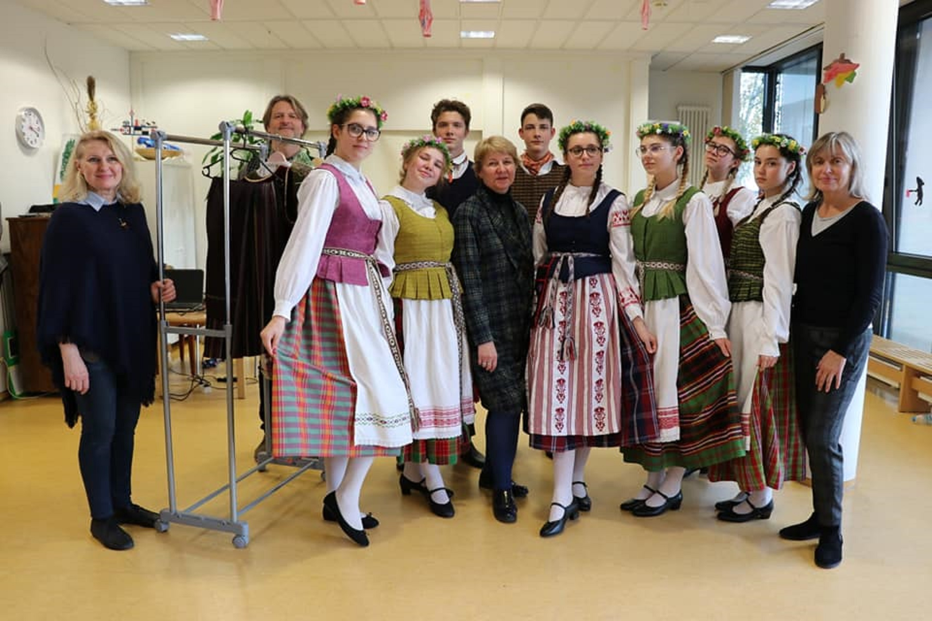 Gimnazijos tautinių šokių ansamblis Frankfurte