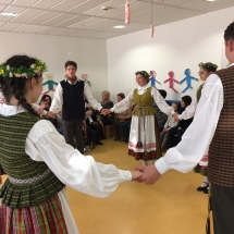 Gimnazijos tautinių šokių ansamblis Frankfurte (Foto: A. Ručienė)