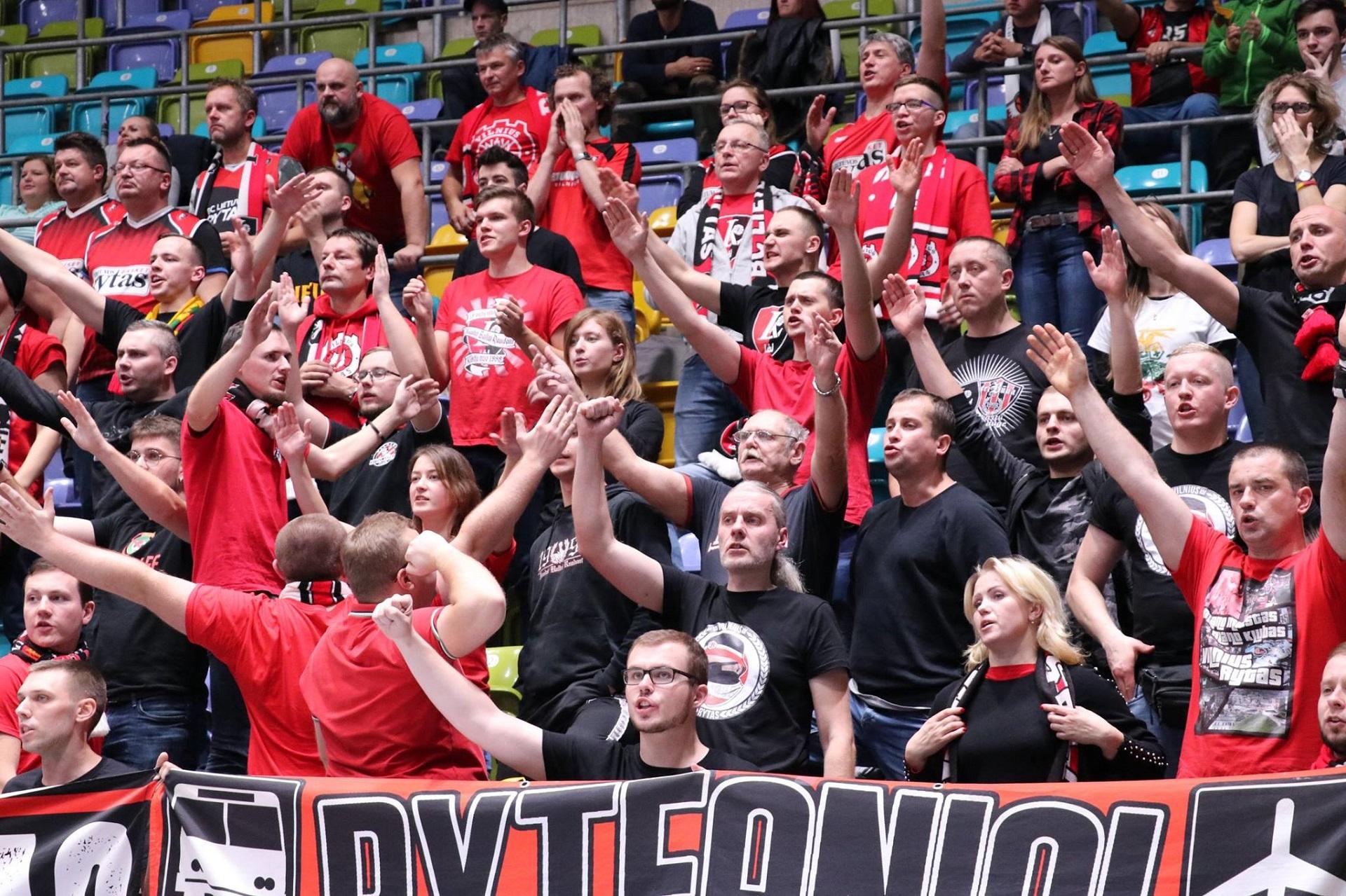 Gimnazistai krepšinio rungtynėse Frankfurte (Foto: D. Šulcas)