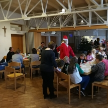 Kalėdų senelis šeštadieninėje mokyklėlėje (Foto: R. Lendraitis)