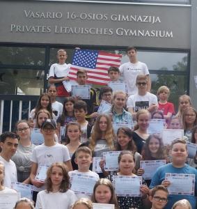 """Anglų kalbos konkurso """"The Big Challenge"""" dalyviai ir laimėtojai (Foto: M. D. Schmidt)"""