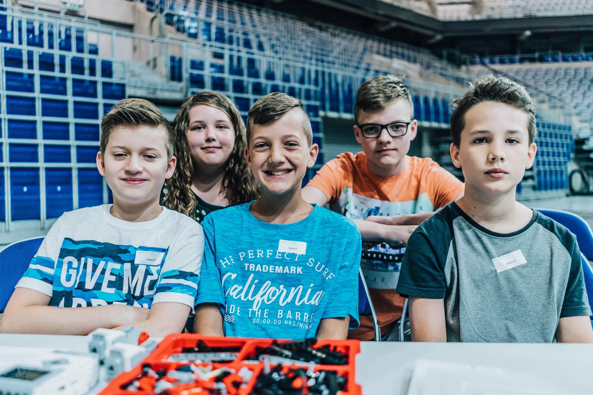 Mūsų gimnazistų debiutas Hopp fondo organizuotame LEGO-Mindstorms robotikos konkurse
