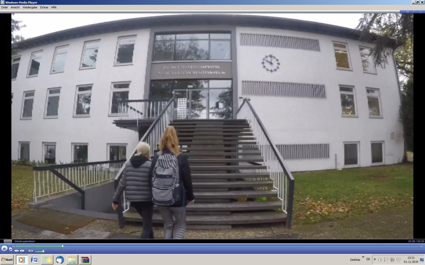 """Unser Gymnasium als """"Ort der Freiheit"""" (Screenshot aus Film)"""