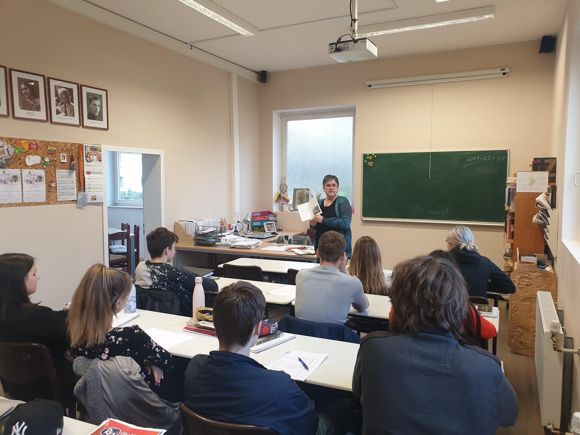 Unterricht zum Anlass des 70. Jubiläums des Privaten Litauischen Gymnasiums und des 30. Jahrestages der Wiederherstellung der Unabhängigkeit Litauens