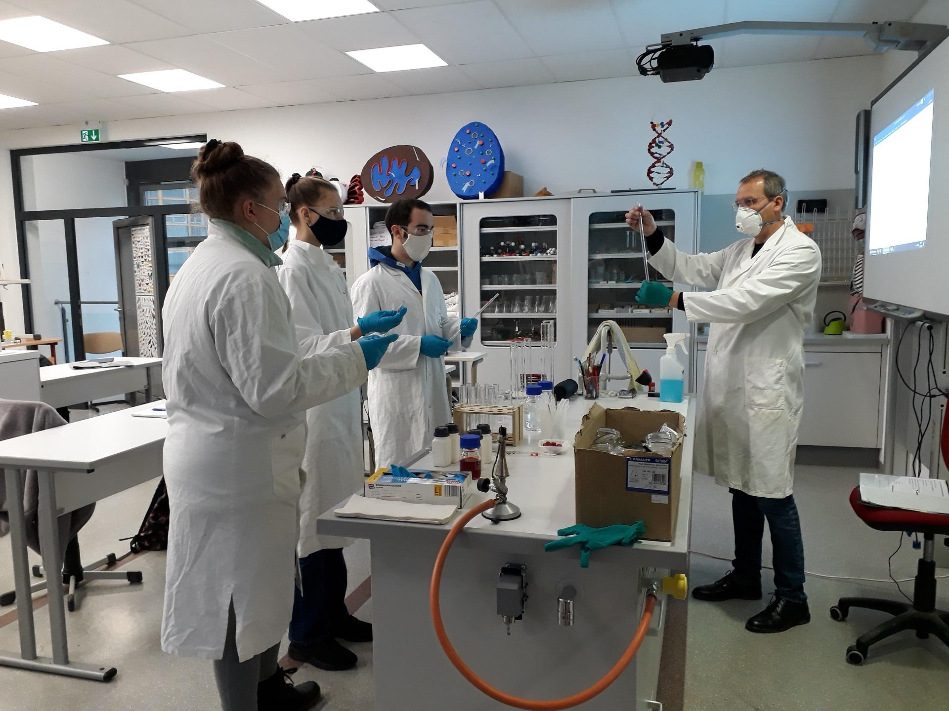 Wissenschaftliches Überraschungspaket bereichert den Chemieunterricht mit neuem Labormaterial