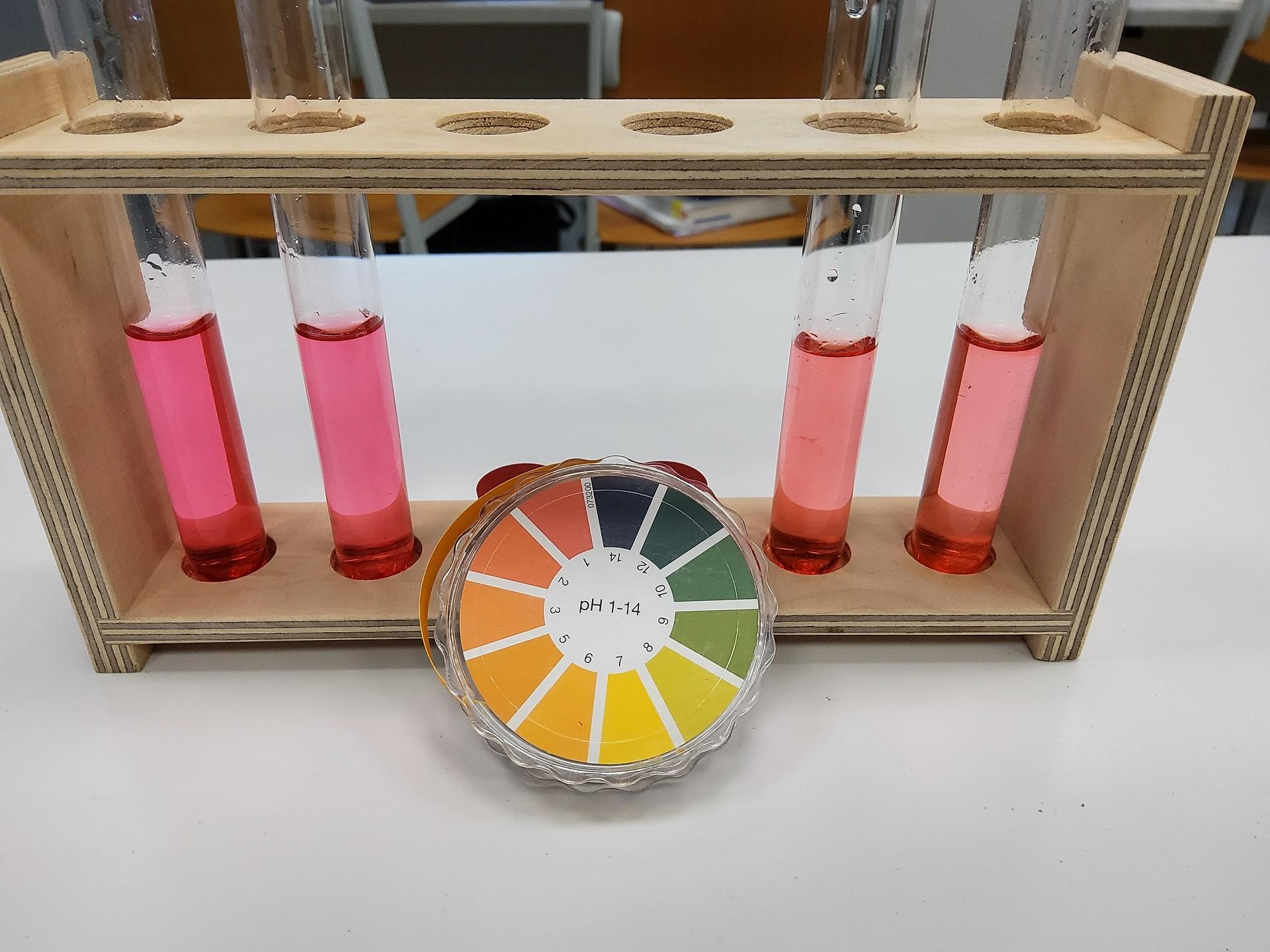 Wissenschaftliches Überraschungspaket bereichert den Chemieunterricht mit neuem Labormaterial (Foto: Victoria H.)