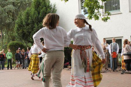Litauisches Gymnasium feierte großes Jubiläums-Johannisfest im Schlosspark